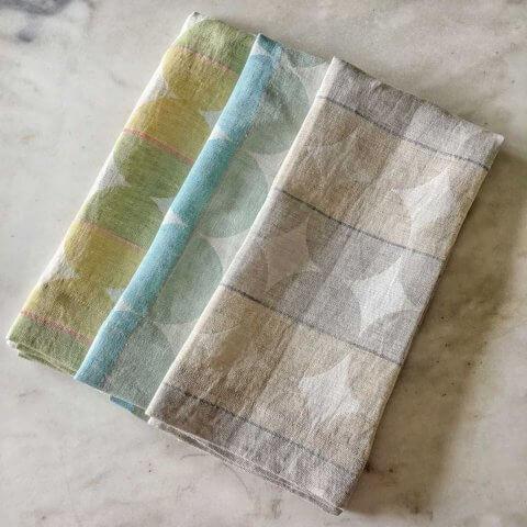 Anichini Contorno Modern Graphic Circular Linen Bath Towels